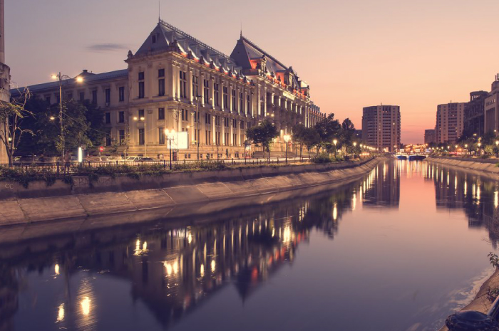 Dambovita-River-and-Palace-of-Justice-Bucharest-compressor